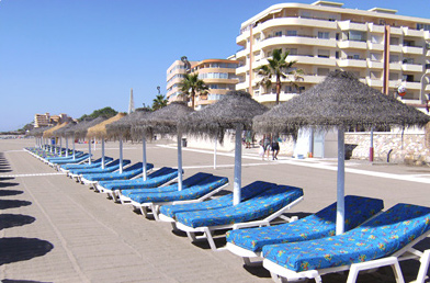 Weight Loss Spain. Relax on the beach between Gastric mind Band therapy sessions